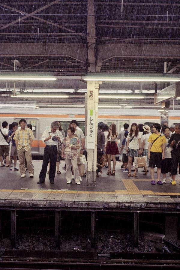 2011_08_12_山手線新宿駅ホーム_EPSON R-D1_COLOR-SKOPAR 35mm F2.5_Edit.jpg